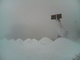 降雪造雪中