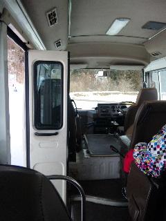 マイクロバスに乗って