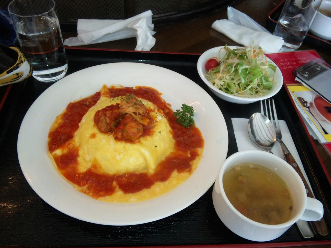 トマトソースのチキンオムライス