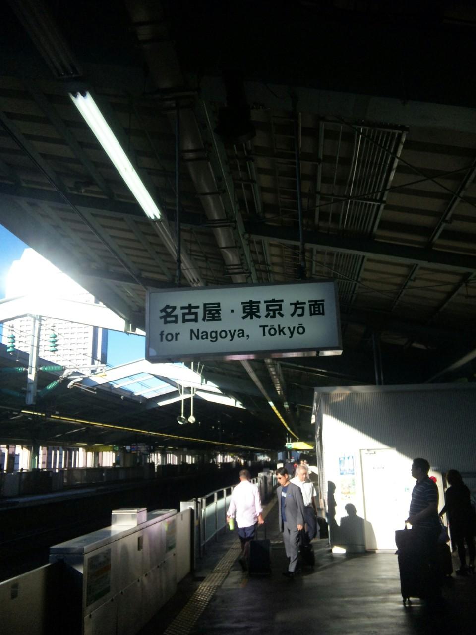 早朝の新神戸駅