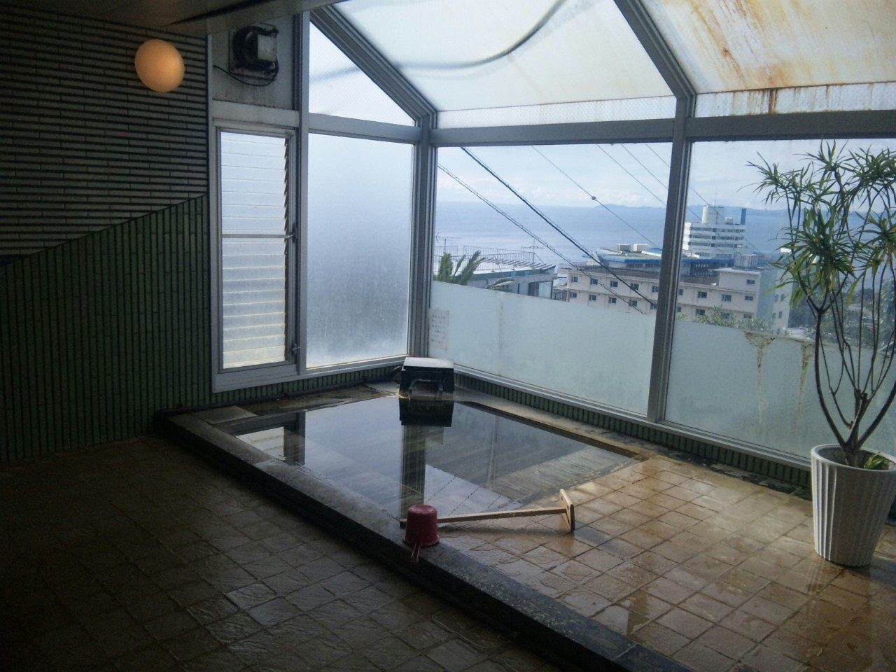 貸し切り大浴場と部屋付き露天風呂